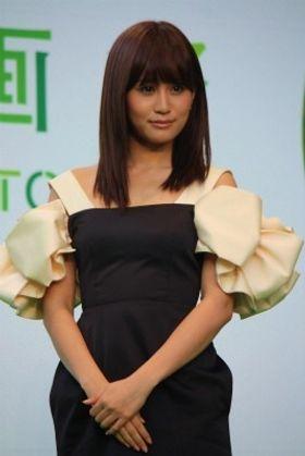 井上真央や前田敦子ら東京国際映画祭のグリーンカーペットで笑顔!
