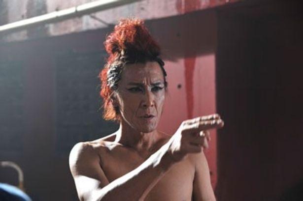 あの加藤鷹がゴールドフィンガーで香港を恐怖のどん底に陥れるセックスエイリアンに!