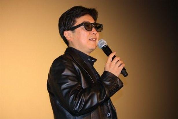 MCの笠井信輔アナもグラサンで登壇