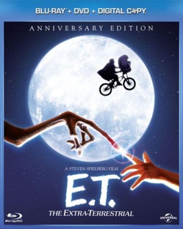 「E.T.」を代表するあまりにも有名なワンシーン。初ブルーレイ化にあたり、スピルバーグ監督へのインタビューも収録されている