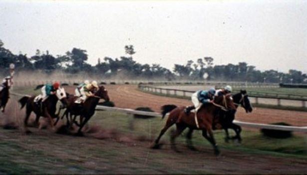 当時のレースシーンも見もの(『幻の馬』)
