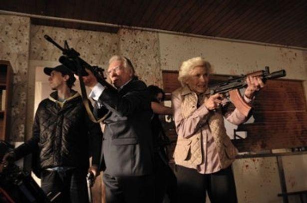 ゾンビなど恐れるに足らず!お年寄りたちは自ら銃を手にゾンビとバトルを繰り広げる