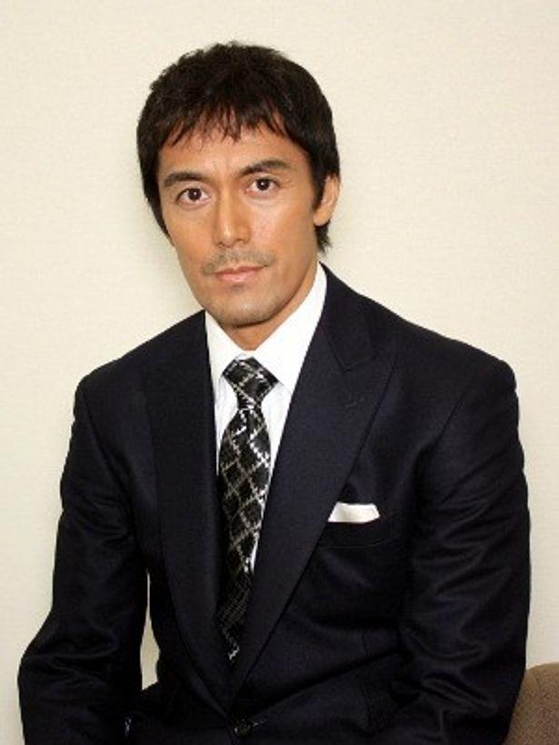 『カラスの親指』で主演を務めた阿部寛