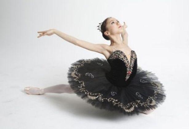 多感な12歳の少女が様々な悩みを抱えながらバレエに挑む姿を追う
