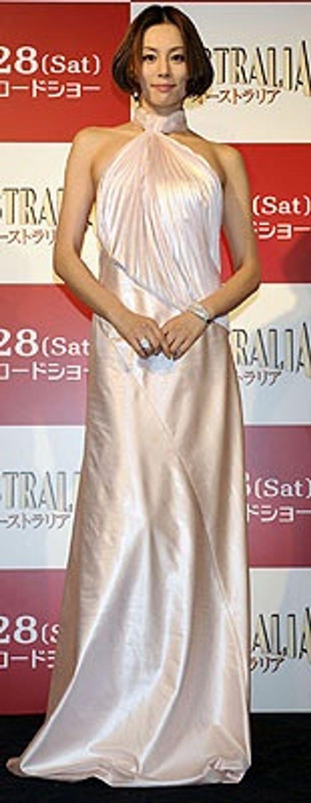 フェラガモのドレスの米倉涼子が放つ女優オーラにクラクラ