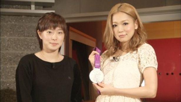 同番組で対談をした石川佳純と西野カナ(写真左から)