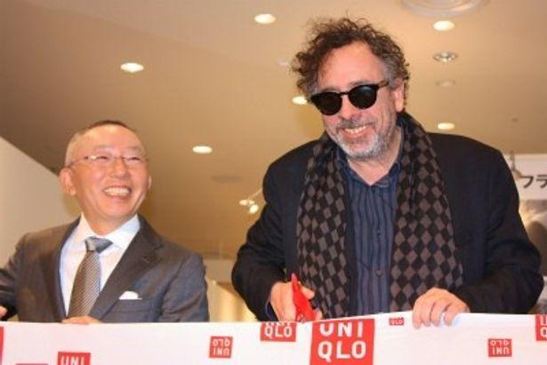『フランケンウィニー アート展』のセレモニーに出席したティム・バートン監督とユニクロの柳井正社長