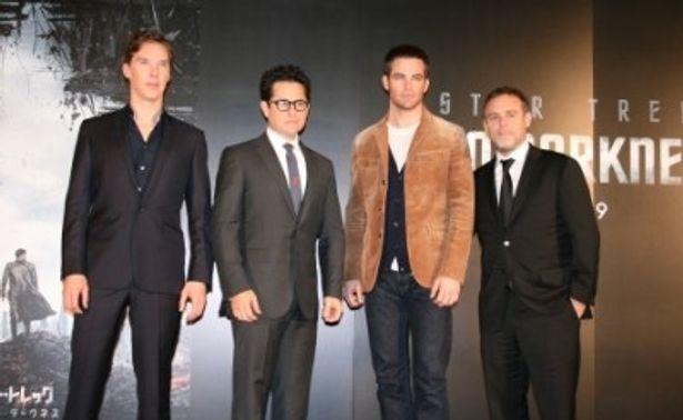 世界最速フッテージ上映に登壇した左から、ベネディクト・カンバーバッチ、J.J.エイブラムス監督、クリス・パイン、ブライアン・バーク