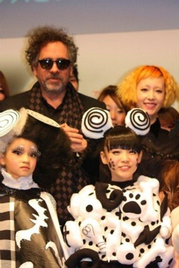 ファッションイベントに登壇したティム・バートン監督と木村カエラ
