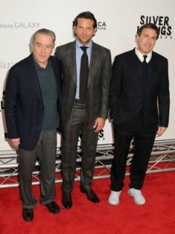 NYプレミアでのブラッドリー・クーパー(中)、ロバート・デ・ニーロ(左)、そしてデヴィット・O・ラッセル監督(右)