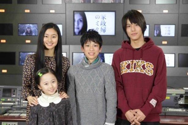 約一年ぶりに再会した阿須田家の4姉弟(後ろ側の左から忽那汐里、綾部守人、中川大志、手前が本田望結)