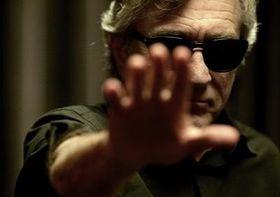 御年69歳のデ・ニーロが怪しさ200%の超能力者を熱演!