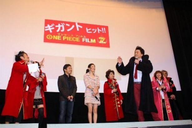 会場の観客は、声優陣の大サービスに大喜び