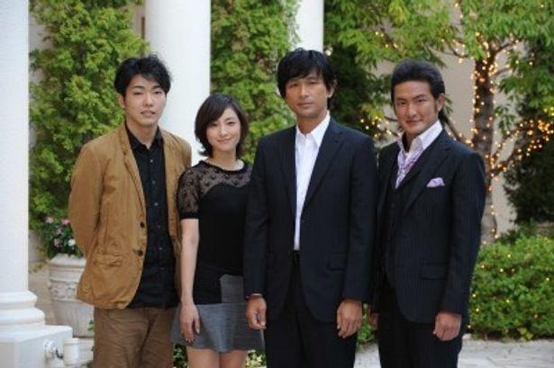 現代版「野良犬」で同級生を演じる柄本佑、広末涼子、江口洋介、中村獅童(写真左から)