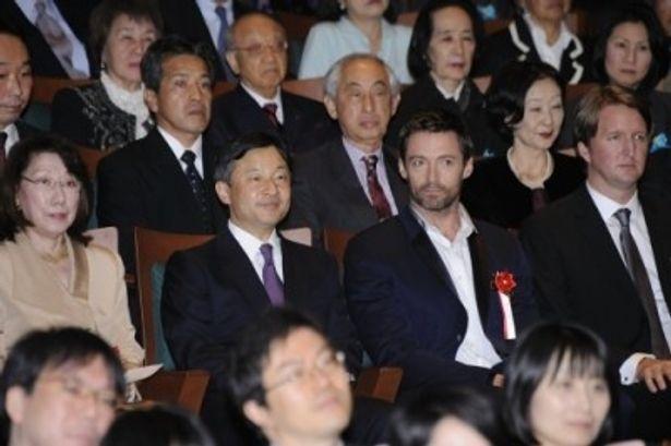 皇太子殿下と隣同士で本作を鑑賞するヒュー・ジャックマン