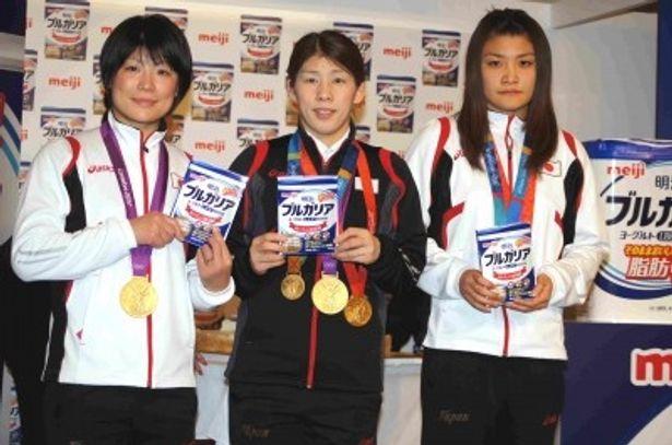 記者発表会に登場したロンドン五輪レスリング金メダリストたち