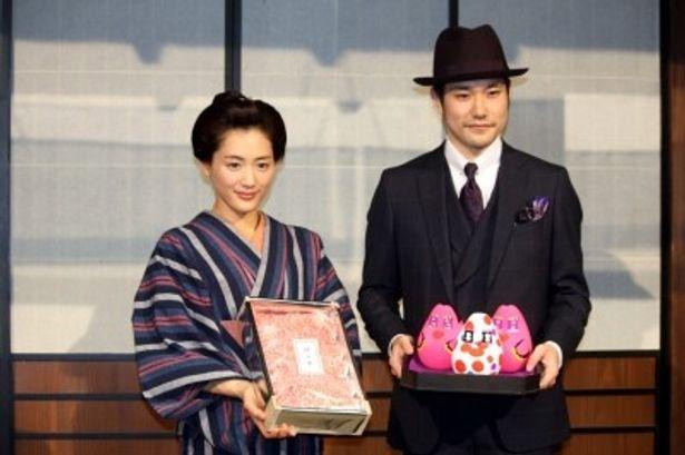 大河ドラマの主役バトンタッチをした綾瀬はるか、松山ケンイチ(写真左から)