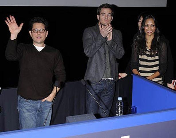 右からゾーイ、クリス、J.J.