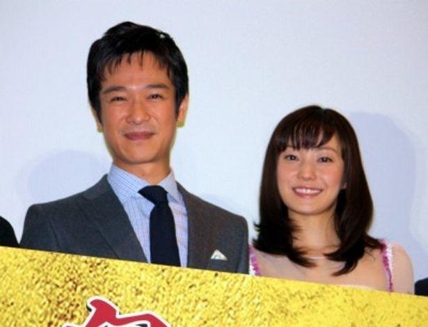 初日舞台挨拶に登壇した堺雅人と菅野美穂