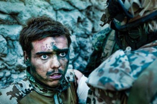 たった10日間の訓練期間の後、アフガニスタンの最前線基地に送られた兵士の姿が綴られる