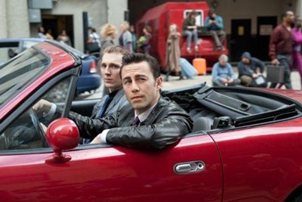ジョーの同僚で友人のセスを演じているのは、『ルビー・スパークス』のポール・ダノ