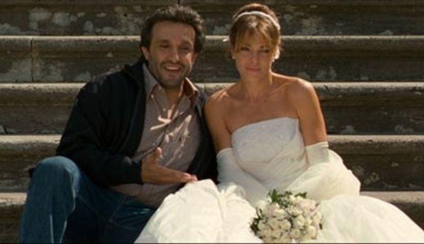 結婚式を挙げる教会の神父が元彼だった!『恋するローマ 元カレ元カノ』