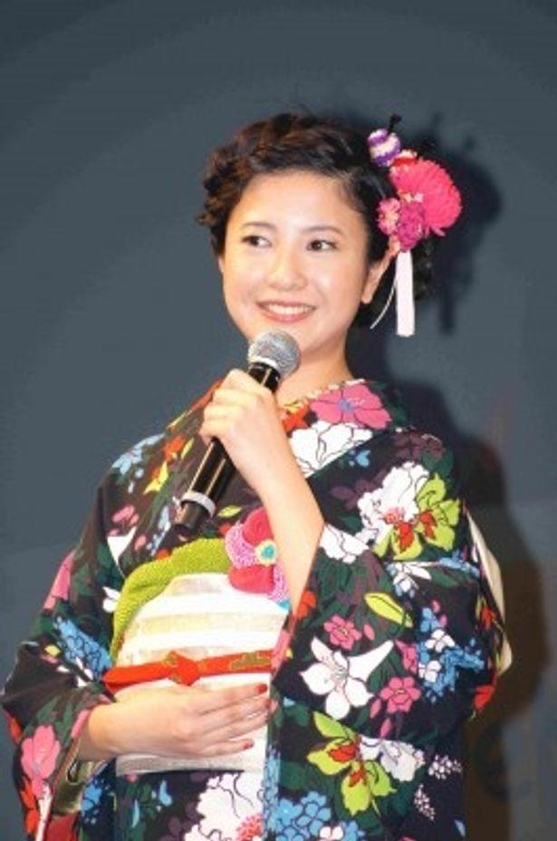 記者発表会に登場した吉高由里子