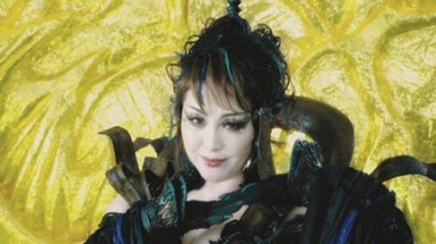 見るからに妖しい雰囲気を放つジュダム。日本を代表する大女優の渾身の演技を堪能あれ