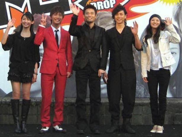 左から:本仮屋ユイカ、成宮寛貴、品川ヒロシ監督、水嶋ヒロ、中越典子