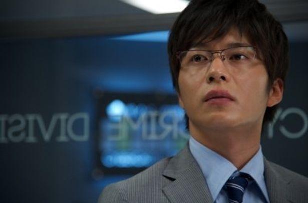 警視庁サイバー犯罪対策課の岩月彬を演じる田中圭