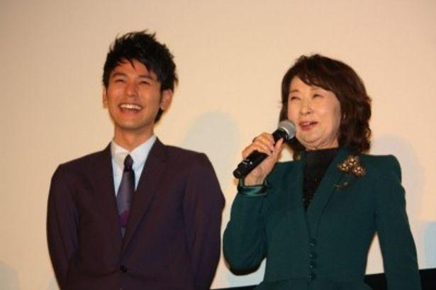 初日舞台挨拶に登壇した吉行和子と妻夫木聡