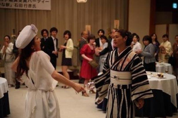 小泉今日子と荻野目慶子扮するふたりの女が凄まじいバトルをするシーンはこちら