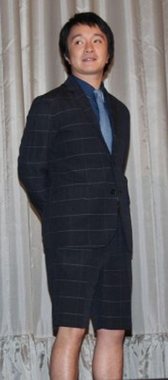 12歳の少年役を演じた濱田岳は半ズボン姿での登場