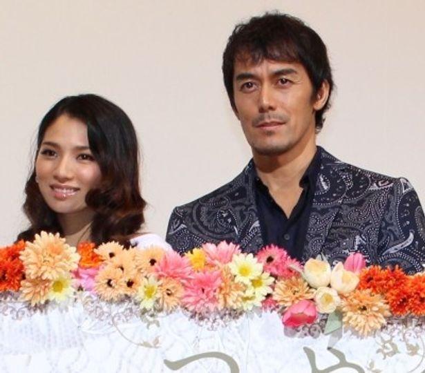 初日舞台挨拶で阿部寛と野波麻帆が愛について語った!
