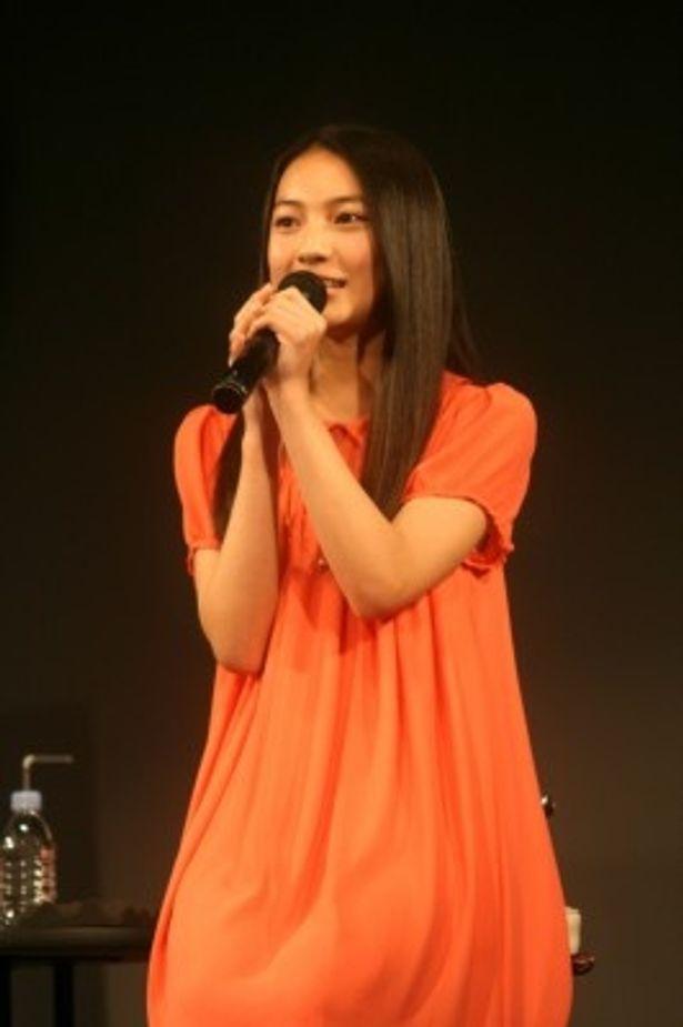 「神様のイタズラ」完成披露試写会に登場した久保田紗友