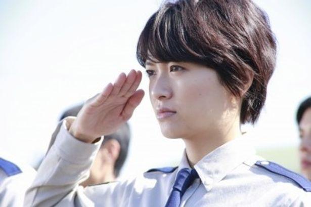 新米熱血女性隊員の笠原郁を演じる榮倉奈々