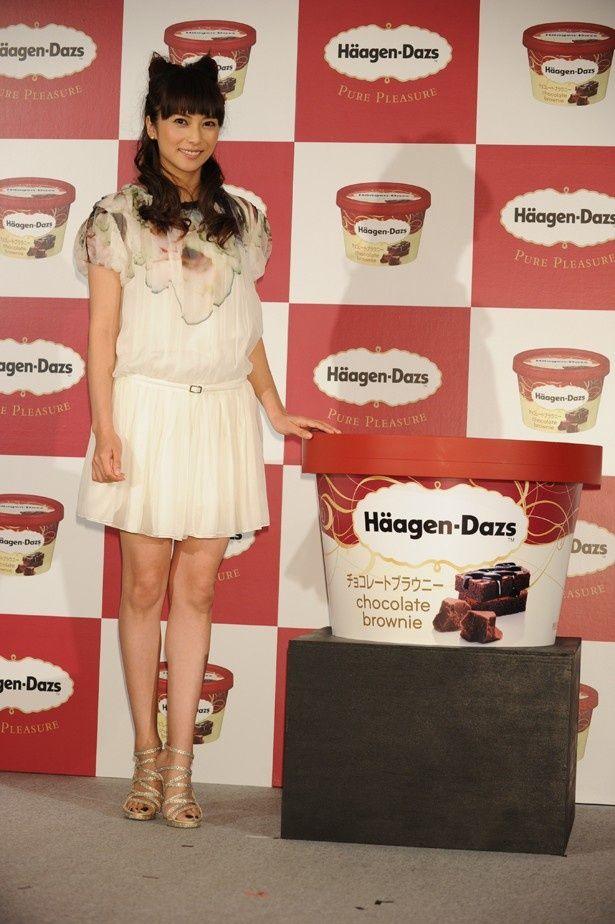 「ハーゲンダッツ チョコレートブラウニー」の新CM制作発表会に出席した柴咲コウ