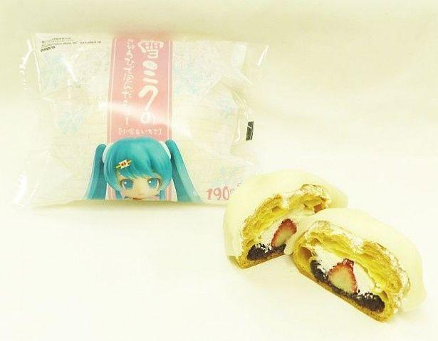ファミマから発売される「雪ミクのぎゅうひで包んだシュー(小倉&いちご)」(190円)