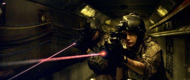 恐ろしい実験が行われているというエリア52に特殊部隊が足を踏み入れる