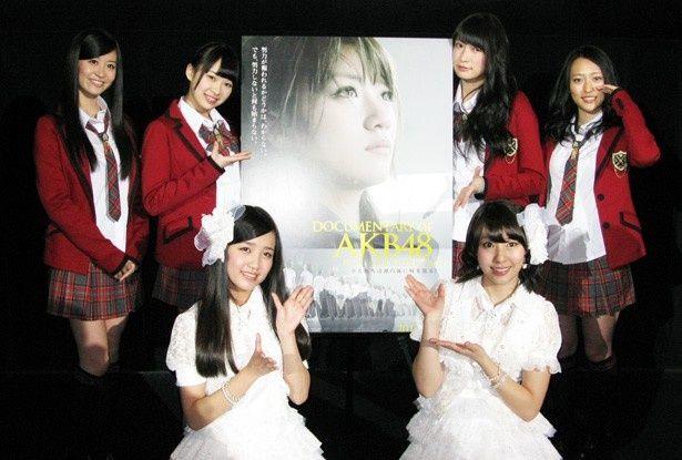 大ヒットを記念して舞台挨拶に登壇したAKB48、NMB48メンバー