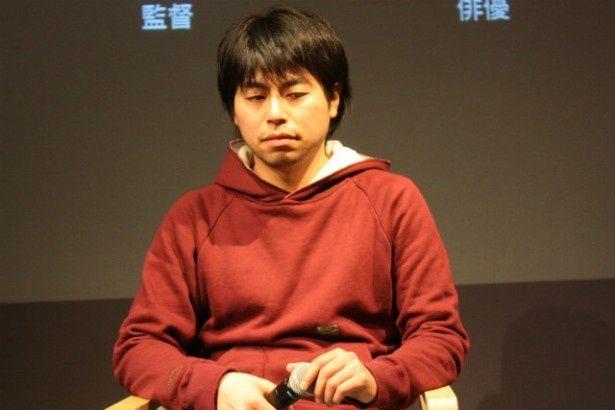 松田龍平と同い年の石井監督