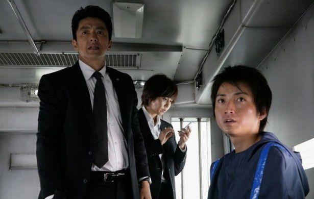 松嶋菜々子演じるSPの白岩は原作では男性だったり、多少の変更はあるものの、原作に忠実に映画化されている