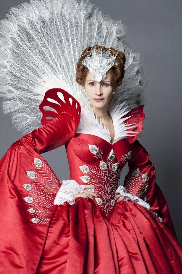 ジュリア・ロバーツが邪悪な女王を演じることで話題にもなった