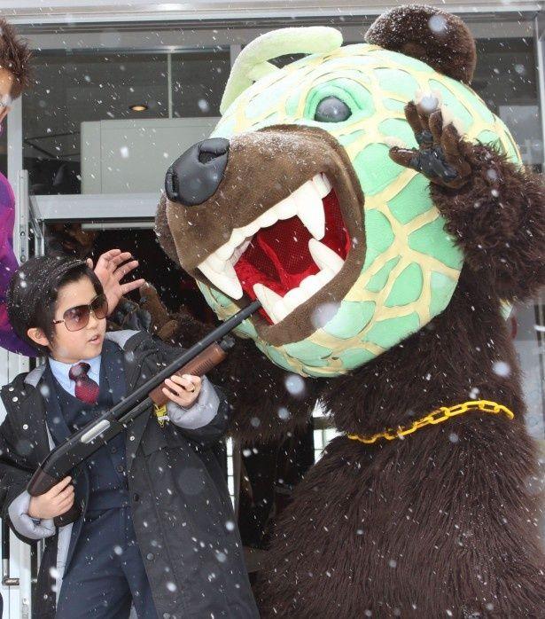 メロン熊の襲撃を見事に防御!
