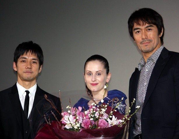 西島秀俊と阿部寛が初日舞台挨拶に登壇