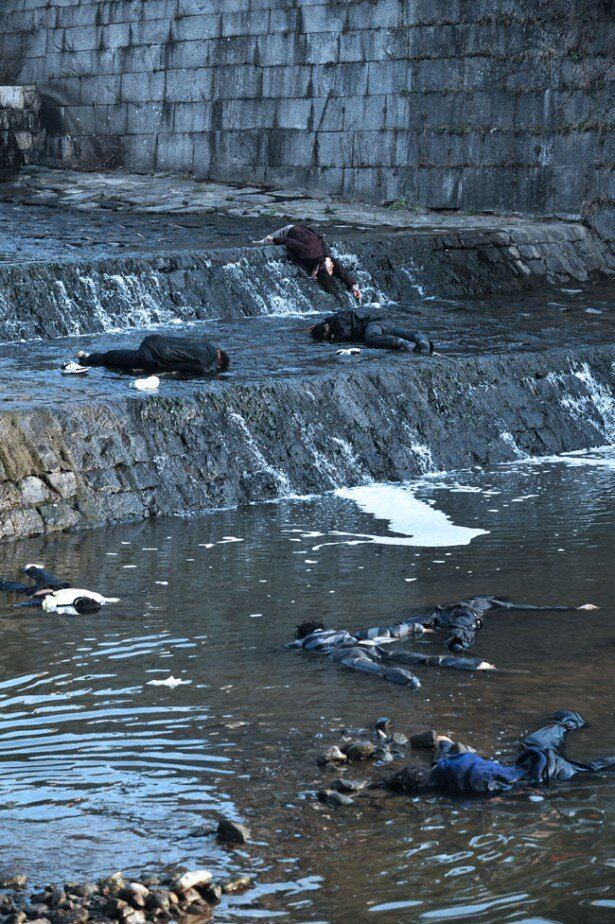 漢江に浮かぶ寄生虫の犠牲者。目に見えない恐怖が襲う!!