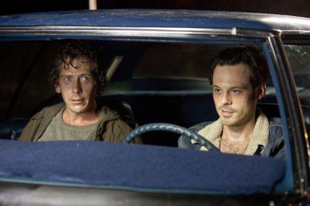 ジャッキーの狙いは強盗のフランキーとラッセル