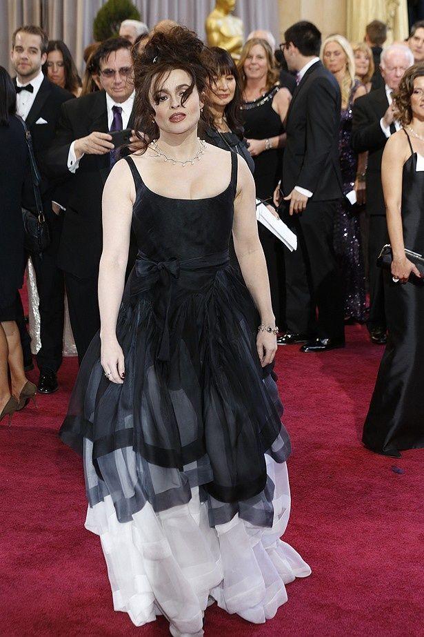 ヴィヴィアンヌ・ウエストウッドのドレスを着た、ワースト常連のヘレナ・ボナム=カーター