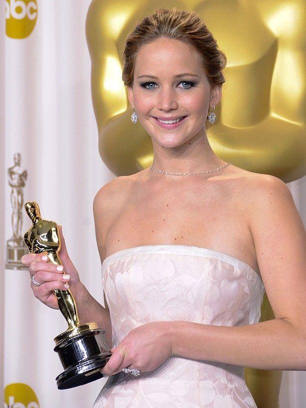 ジェニファー・ローレンスも、受賞スピーチで監督と製作者にお礼を言い忘れたことを謝罪
