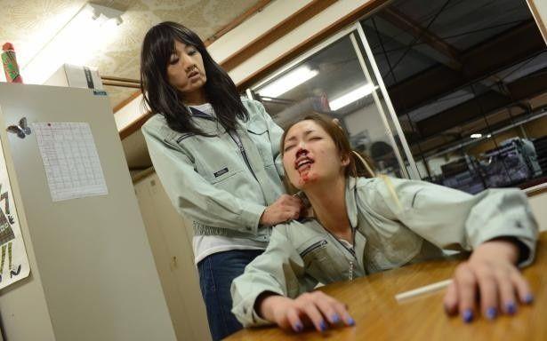 たるんだ頬に、大きな鼻と醜いながらも、骨格の美しさがきちんとわかるのは、特殊メイクを担当した江川悦子の卓越した技ゆえ
